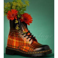 1460 Tartan Backhand Straw Grain Boots in Black