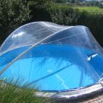 Ovale Gartenartikel mit Dach