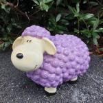 Gartenfigur lustige Schaf Figur in lila 34 cm