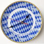 Geschenkbox Bayerische Rückwärtsuhr Wanduhr Rückläufige Uhr mit bayerischen Zahlen in Mundart, blau-weiße Raute, ø 19 cm