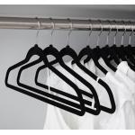 Goliez Kleiderbügel »GOLIEZ - 50 Stück samtige, rutschfeste schwarze Kleiderbügel mit drehbaren Haken«