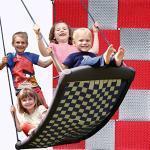Große Mehrkindschaukel STANDARD silber/rot für 4 Kinder, 136 x 66 cm (SPR.L.106) - das Original direkt vom Hersteller die-schaukel.de