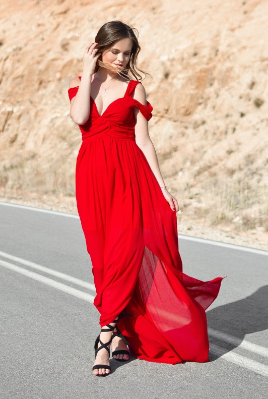 Rotes Abendkleid Styling Tipps