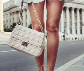 Hängende Handtaschen