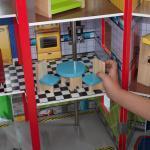 KidKraft Everyday Heroes hölzernes Spielset Feuerwache und Polizeistation